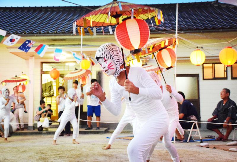 起源は鎌倉時代、「姫島盆踊り」で60種類の踊り