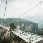 全長430m、世界最長の「ガラスの橋」オープン