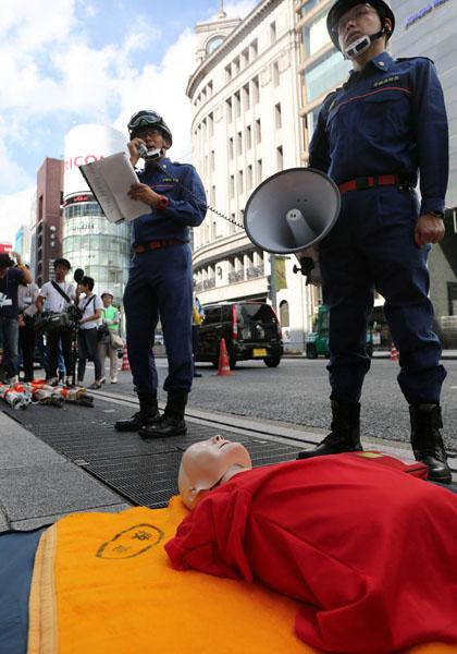 震度6強の地震を想定、東京・銀座で防災訓練