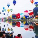 105機の色とりどりの熱気球、一斉に大空へ