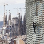 スペインのバルセロナにスパイダーマン現る