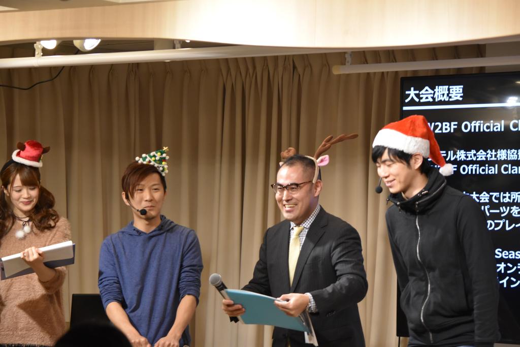 次いで実況の西氏(中央右)と小澤氏(右)が登場。
