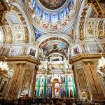 世界で3番目の大きさを誇るイサアク大聖堂の中