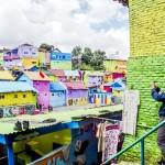 観光客が足を運ぶ通称「カラフルな村」