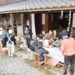 素朴なもてなし、民家の「縁側カフェ」が人気