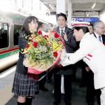 「復興の希望」乗せ、福島と宮城を結ぶ鉄路再開