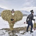 ウクライナ旧正月の奇祭「マランカ」の一幕