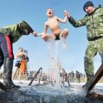凍えそうな伝統行事、キリスト教の「公現祭」