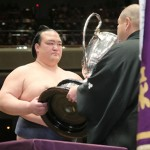 稀勢の里が横綱昇進へ、国内出身は19年ぶり