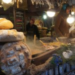 クラクフ中央広場 クリスマスマーケットの様子 ポーランド料理屋台