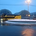 夕方のラトビア・リガ中央市場の前のEcolines bus