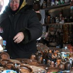 """ガルヴェ湖の近くに小さな市場:おばあさんに""""みてって""""と声をかけられつつも写真だけ撮る"""