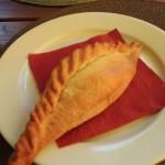 リトアニア伝統料理の一つキビナスの大きさに圧巻され食べきれるか心配に