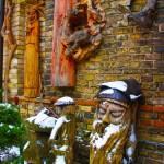 街のなかを歩いていると木の彫刻の作品がたくさんあるお店にて