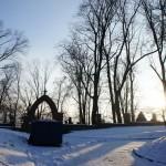 コシチュシコ山からの帰り道 夕日とサルヴァトール墓地を背に