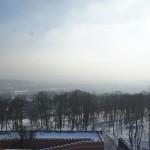 コシチュシコ山頂上からの町と山の先目の幻想的な眺め