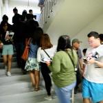 たくさんの入場者で混雑する階段。立体駐車場の5階から7階を利用している