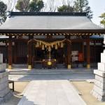 新田神社境内。街中の神社でありながら、神社の敷地は意外と広い