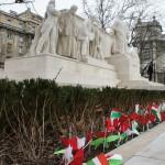 今日のために子供達によって作られたハンガリーの国旗が飾られている