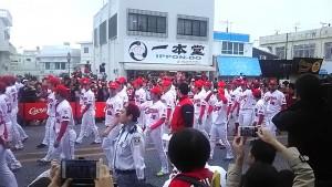 広島カープ選手ら優勝パレード(沖縄市コザゲート通り)