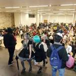 会場はコスプレした若者たちで大賑わい
