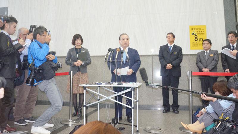 沖縄県議会で野党が翁長雄志知事の責任を追及