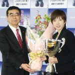 小平奈緒選手、柳平茅野市長の「公約」に笑顔