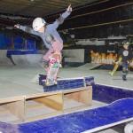 被災した倉庫を改修して屋内スケートボード場