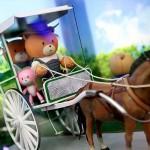 観光地の馬車カレッサに乗るガンプラ