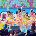アイドルイベントのトリを飾ったNMB48=21日、那覇市の波の上うみそら公園
