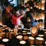 灯籠に明かり決意新た、大型仮設団地で追悼行事