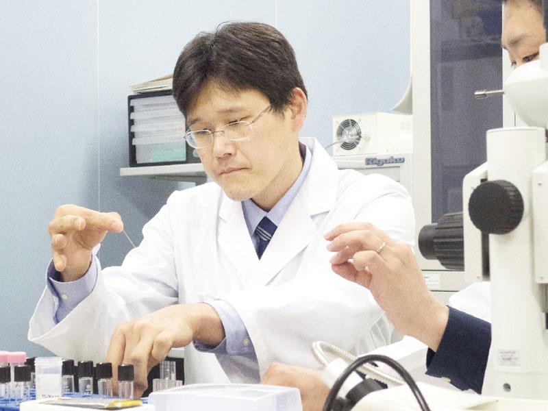 金井宣茂さん、たんぱく質結晶成長の実験訓練