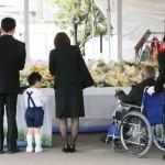 JR福知山線脱線事故から12年、祈りささげる