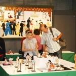 「春の人形作品展」外国人も注目の伝統技術