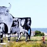 ゲルニカ爆撃から80年、巨大看板に描かれた哀悼