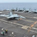 着艦する米海軍第9空母航空団のF/A-18Eスーパーホーネット =15日午後、フィリピン海域(沖縄から約300kmの海域)