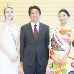 日米さくらの女王が首相官邸へ、安倍首相を表敬