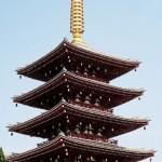 屋根のふき替えにチタン瓦5万7000枚を使用