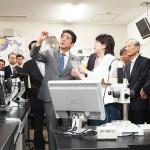 安倍首相「iPS研究で世界をリードして」