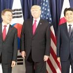 (右から)安倍首相、トランプ氏、文在寅氏