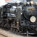 高崎に向けて出発を待つ列車。先頭はEF64電気機関車で、このままバックで発車する。