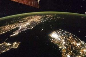 朝鮮半島の夜間衛星写真
