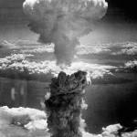 長崎に投下された原子爆弾のきのこ雲