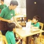 障害のある子供たち、お仕事体験で楽しむ