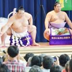 大相撲の横綱稀勢の里、復興願い土俵入り