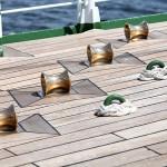 甲板に設置された構造物