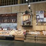 焼き立てのパンを提供するインストア・ベーカリー