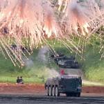 96式装輪装甲車が発煙弾を発射し演習はファイナルを迎える