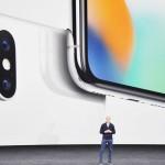 米アップル、新型iPhone「X」を発表
