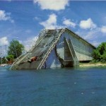 崩落したパラオKBブリッジ